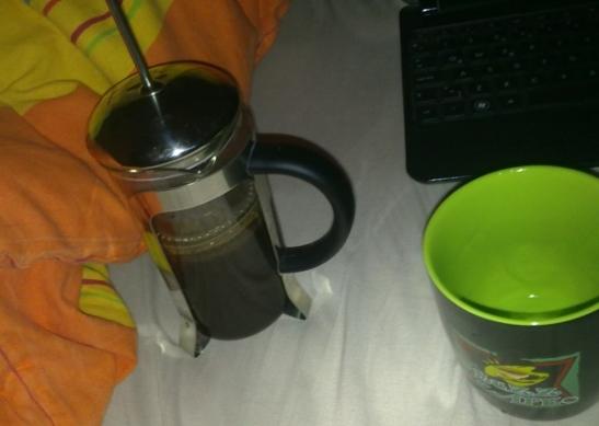 Sabahın beş buçuğunda filtre kaaveye doğru