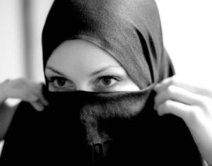Peçeli kadın - Veiled Isis