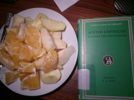 Bir portakal, bir elma, bir armut ve bir kuşkucu